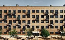 Edifici d'habitatges a Bon Pastor. Arquitecte: Santiago Vives. Foto: Jordi Surroca