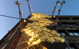 Instal·lació de llums i ombres al festival Llum BCN 2020