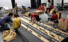 Novament per Nadal, els tallers de construcció a gran escala al COAC