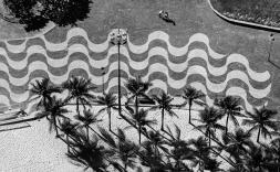 Vista zenital carrer amb ones dibuixades.