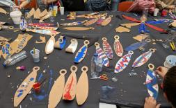 Cullera de fusta i escudella de paper