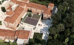 Imatge aèrea del nou Museu Carmen Thyssen a Sant Feliu de Guíxols de Nieto Sobejano